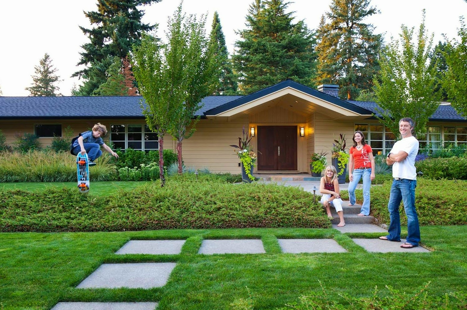 Front yard landscaping ideas home design inside for Front yard lawn ideas