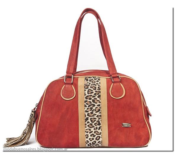 Uggla carteras, bolsos y sobres de moda invierno 2013.