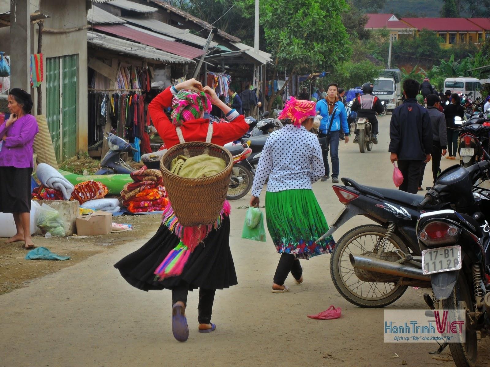 Tham quan chợ dân tộc miền núi ở Bảo Lạc, Cao Bằng