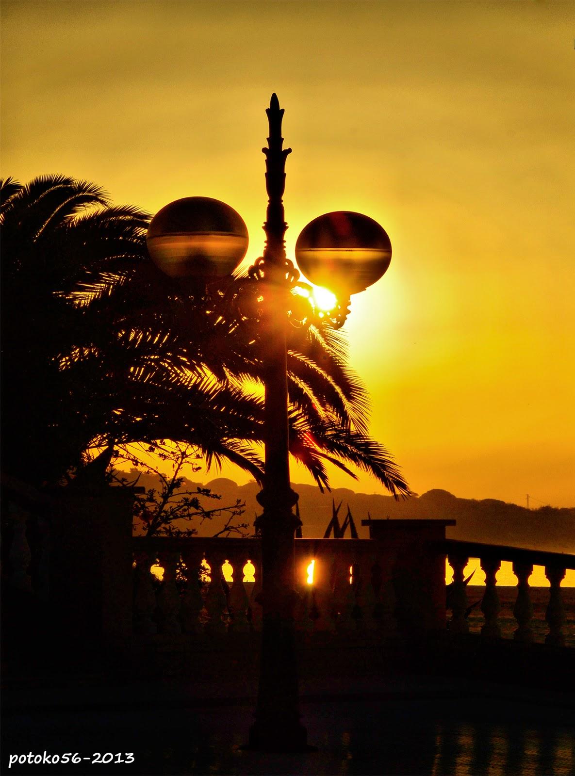 Reflejos del Sol en una farola Rota