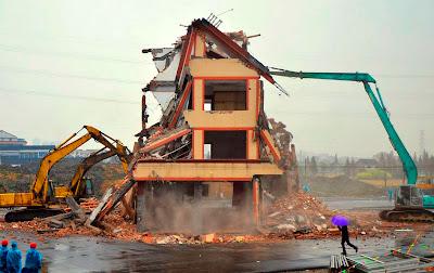 casa de ancianos en medio de la pista en china