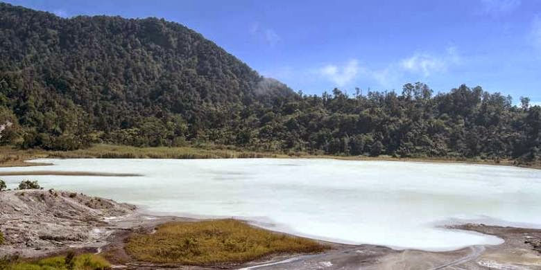 Objek Wisata Talaga Bodas Wanaraja Garut Jawa Barat