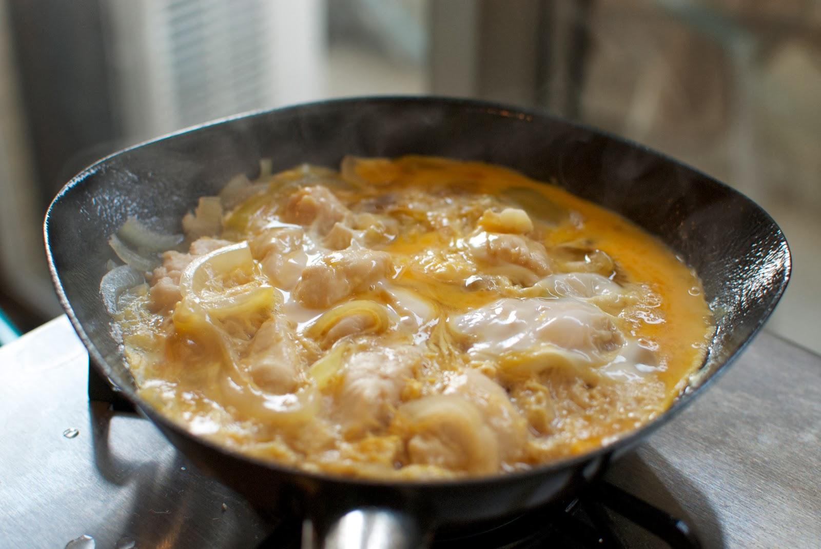 柳総理のフライパンで調理した親子丼