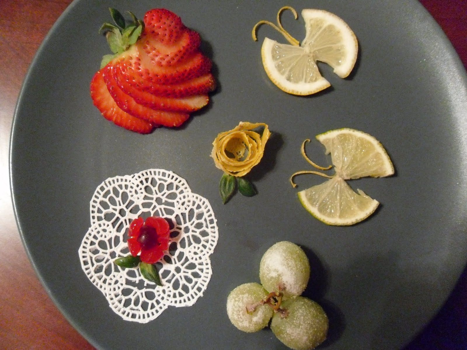 Garnishes For Dinner Plates http://cakeideas.blogspot.com/2011/04/simple-dessert-garnishes.html