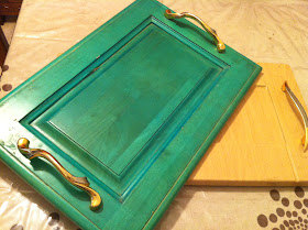 from door to tray green