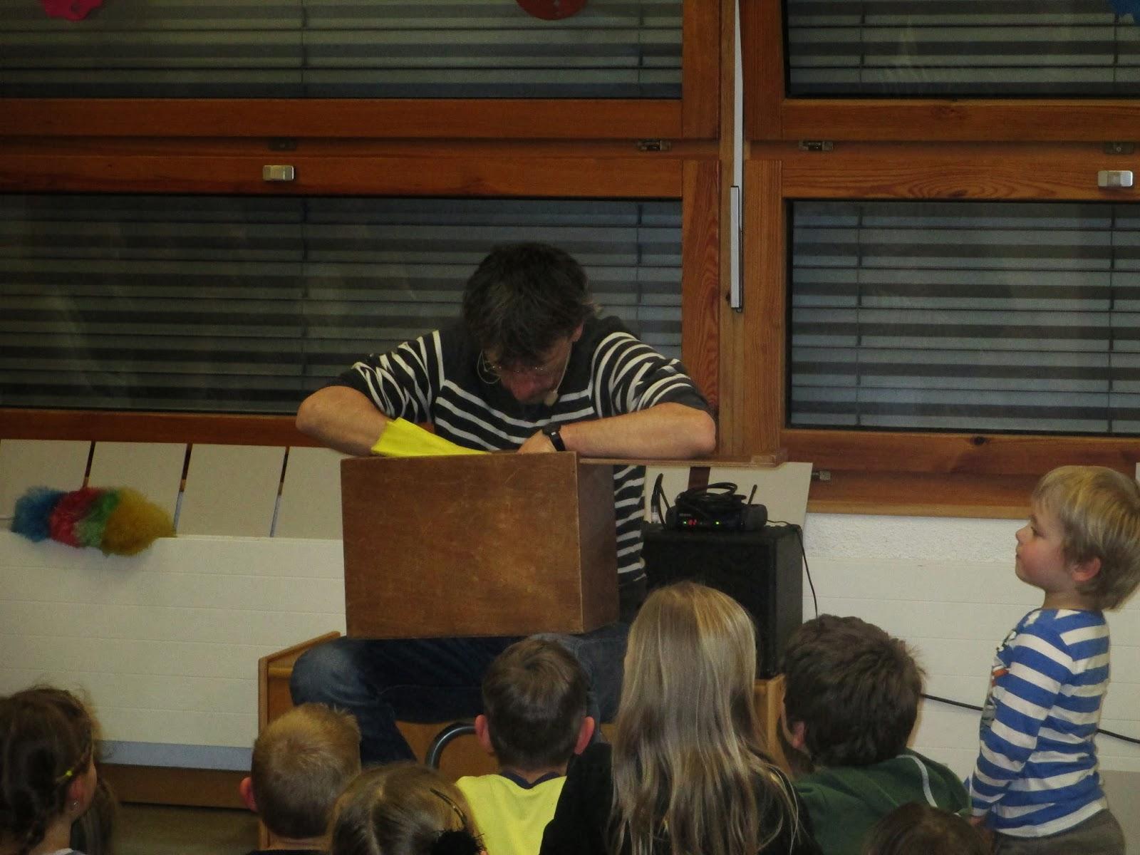 Lorenz Pauli erzählt bei uns im Kindergarten
