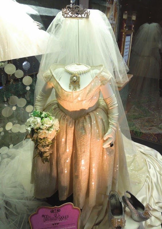 Muppets Most Wanted Miss Piggy Vivienne Westwood wedding dress