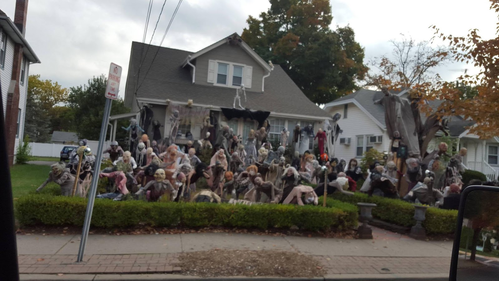 brilliant halloween house decorations from america - Houses Decorated For Halloween