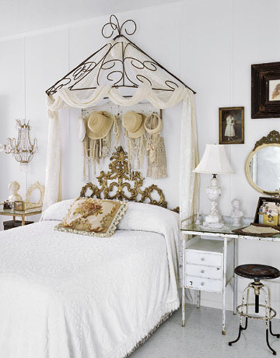 Lovely Shabby Chic Styled Bedroom With A Unique Canopy Frame. The Hats And  Jewelry, Ornate Headboard Add To This Fabulous Decor!