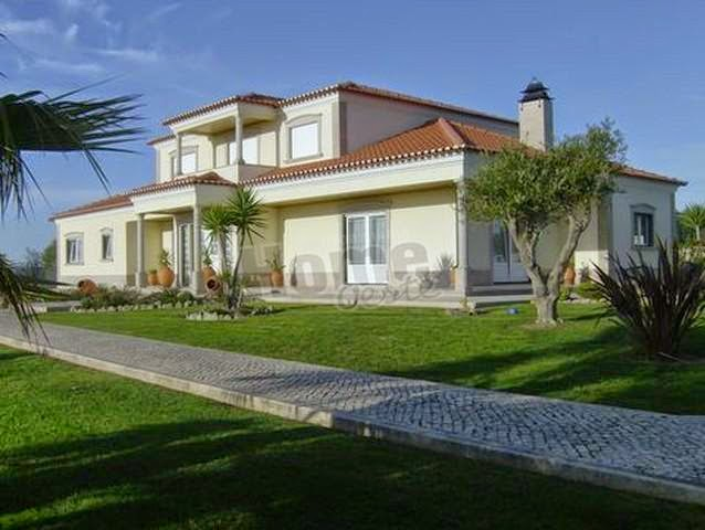 http://www.lardocelar.com/imobiliario/imovel_detalhes.jsp?pesq=7&id=2697843