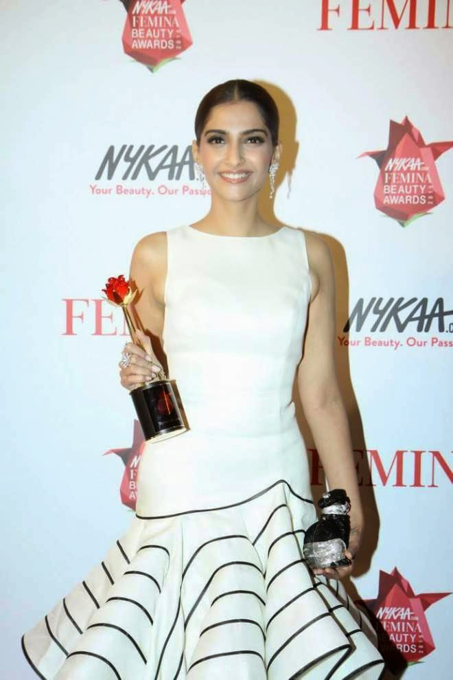 Sonam Kapoor Latest Stills At Femina Beauty Awards 2015
