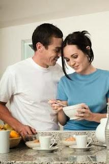 12 Manfaat Ciuman  Bagi Kesehatan (Khusus Suami-Istri)