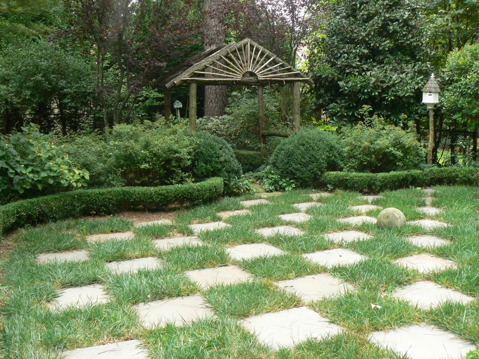 Garden photo today a checkerboard idea for Checkerboard garden designs