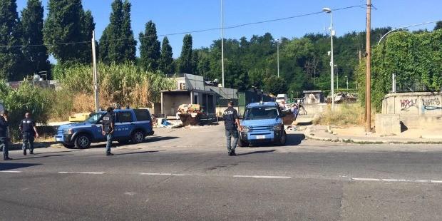 Blitz della polizia in Via Candoni. (Foto: municipioroma.it)