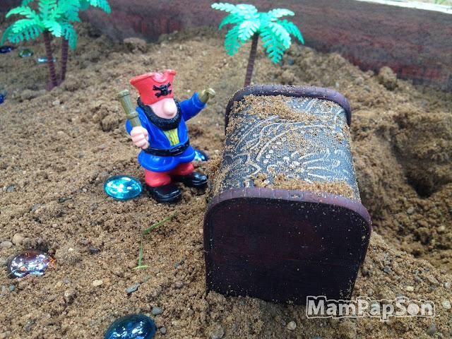 пират нашел клад в песочнице