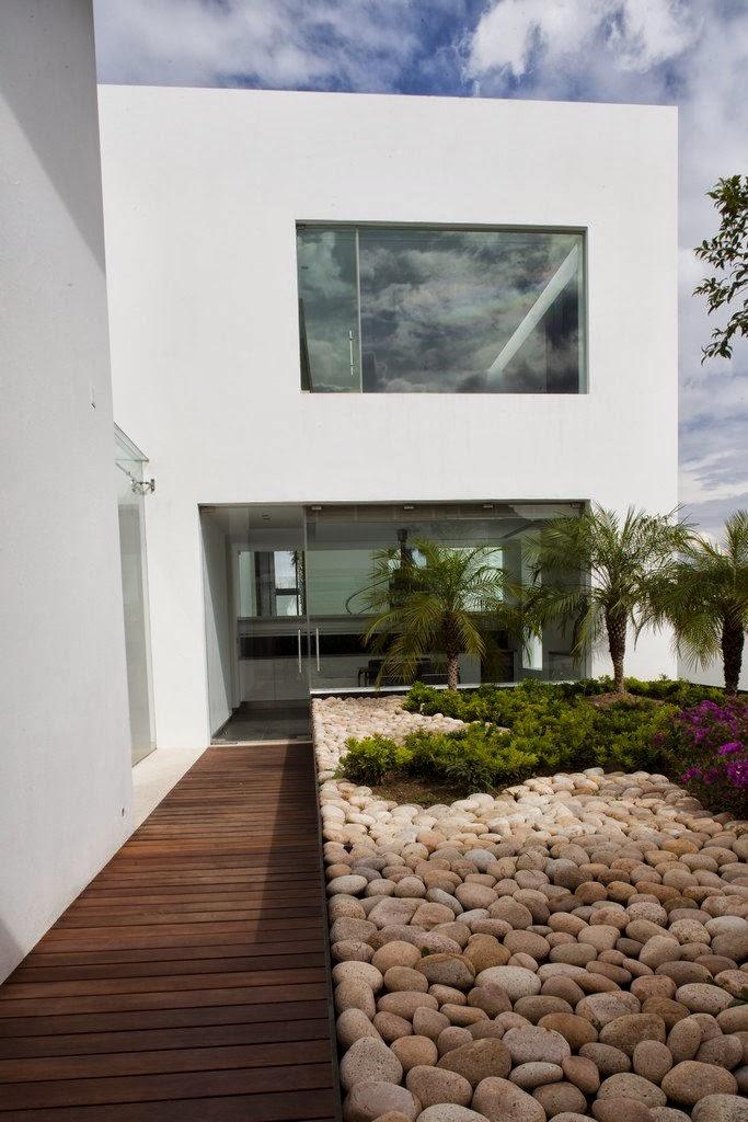Landscape in front of Casa del Agua by Almazán Arquitectos Asociados