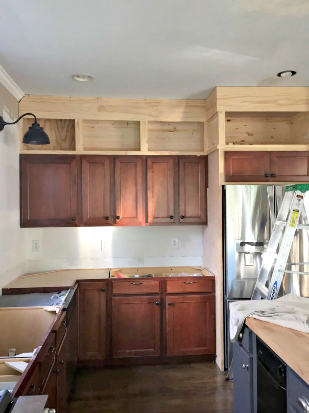 Building cabinets up to the ceiling from thrifty decor chick for Building kitchen cabinets