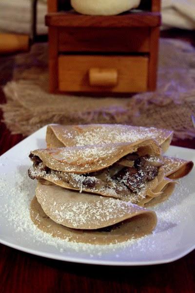 crepes con farina di castagne, funghi e ricotta stagionata salata