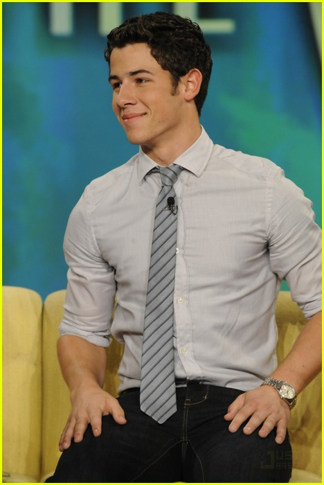 Fotos de Nick Jonas en The View  Nick-jonas-the-view-02