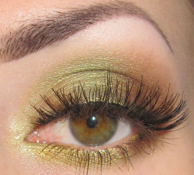 Glitter is my crack...: Match your eyeshadow to your eye ...