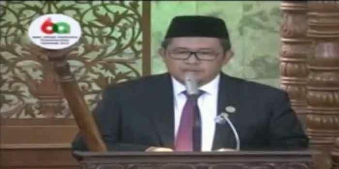 Ini Video Khutbah Jum'at 3 Bahasa Aher yang dihadiri Peserta KAA 2015 dan Jokowi
