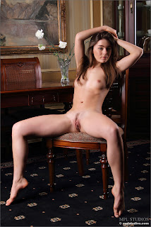 Raisa Body Language 006