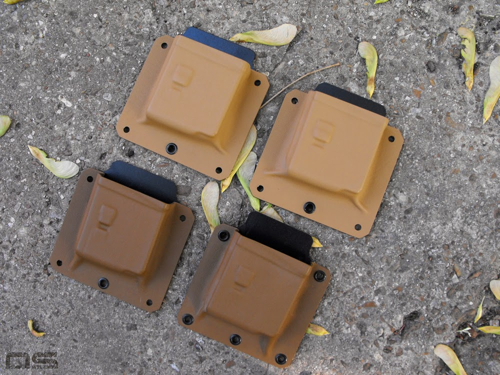 coyote and desert tan kydex M4 pouches