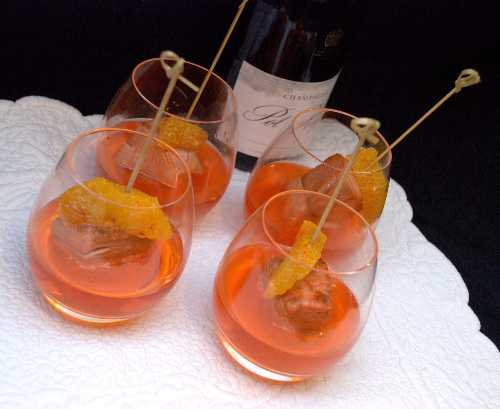 Un aperitivo tavola rotonda for Bicchieri aperol spritz