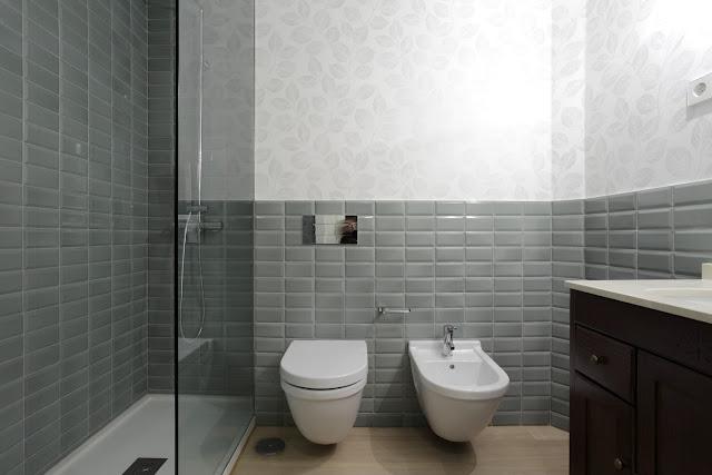 Mi rinc n de sue os ba os con ducha cambiar la ba era - Cambiar azulejos bano ...