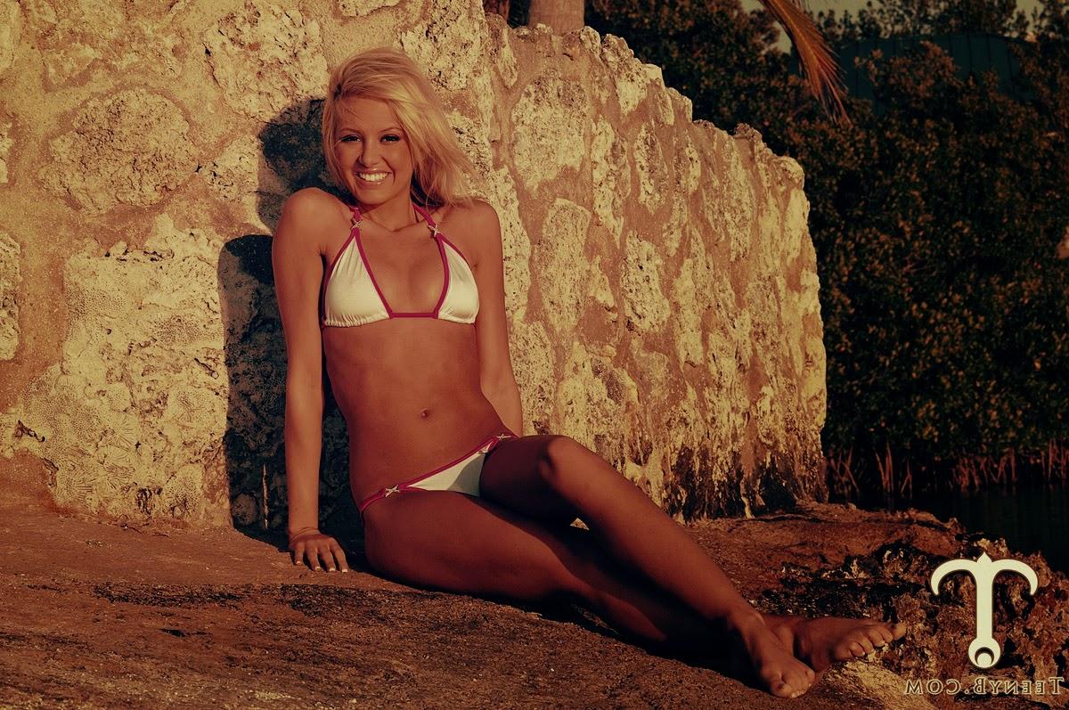 фото микро бикини на пляже