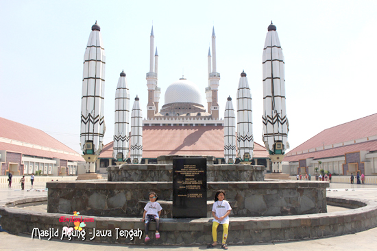 mengunjungi  Mesjid Agung Jawa Tengah