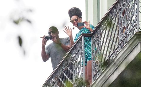 http://2.bp.blogspot.com/-AdbRaWYC5zM/UWTKi33wVRI/AAAAAAAAKDk/-N7KUqVWYnI/s640/Beyonce_Jay-Z.jpg