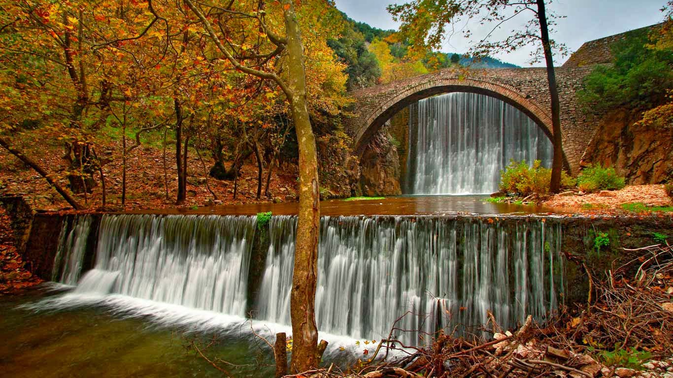 Paleokaria Bridge over the Portaikos River near Trikala, Greece (© Hercules Milas/Alamy) 39