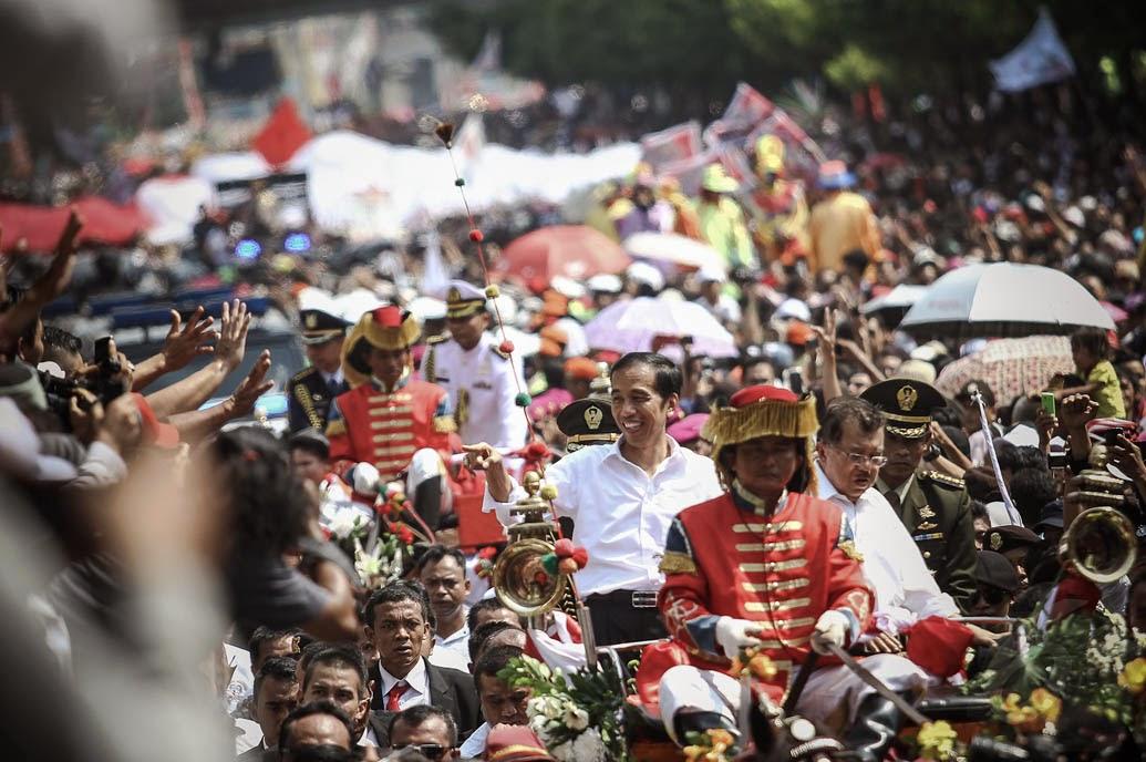 Ada Hantu Ikut Pawai Bersama Jokowi Jusuf Kalla