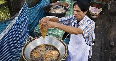Penjual Ayam Goreng Paling Gila