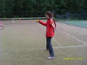 Tennisopetusta nuorille ja varttuneille