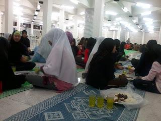 Iftar besama adik-adik
