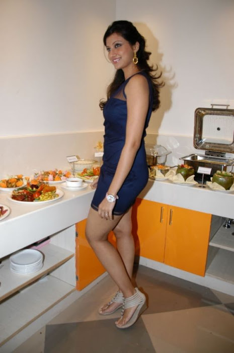 hamsa nandini spicy in blue skirt at food festival unseen pics