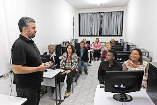 Faetec RJ oferece curso gratuito de redes sociais para idosos
