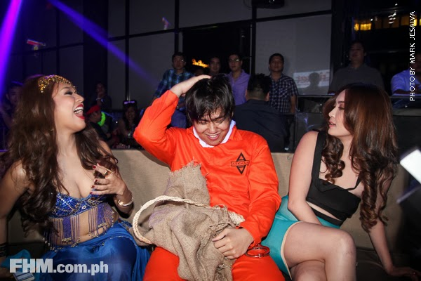 bangs garcia and danita paner kissing a scarecrow at 2013 fhm halloween ball 03