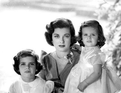 Joan Bennett with daughters Stephanie and Shelley
