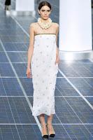 Дълга рокля Chanel в прав силует със сребърни перли