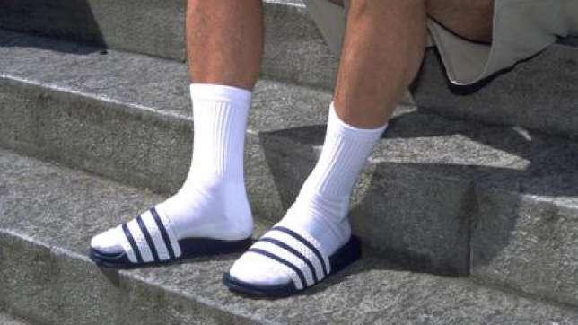 Weisse-Socken-Socken-in-Adiletten-Socken