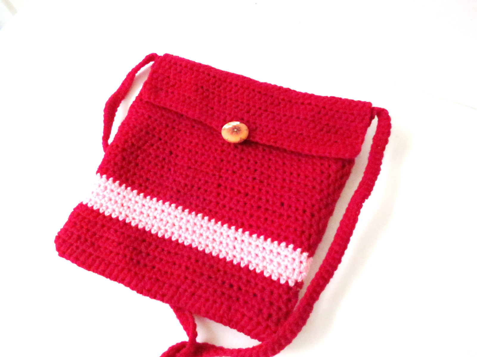 Crochet Sling Bag Pattern : As for the closure, I used a covered button. It fitted perfectly.