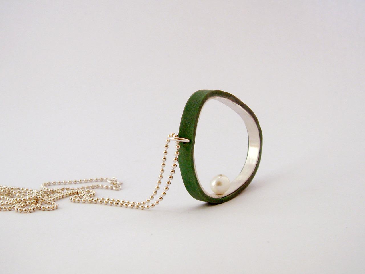Collar verde-Susana Teixeira-plata de ley,caucho y perla