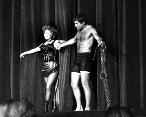 The Flaming Nose: Magician Harry Houdini -- Hot or Not ...
