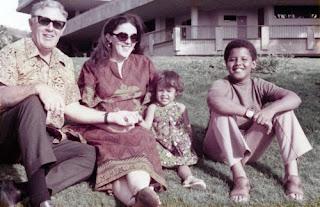 http://2.bp.blogspot.com/-AfKwk16csx4/TsXuucp1LvI/AAAAAAAAA4o/5BPMg0hwegs/s320/Barack+Obama+childhood+9.jpg