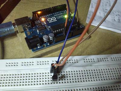 Rangkaian Arduino & Sensor Suhu LM35 + Source Code