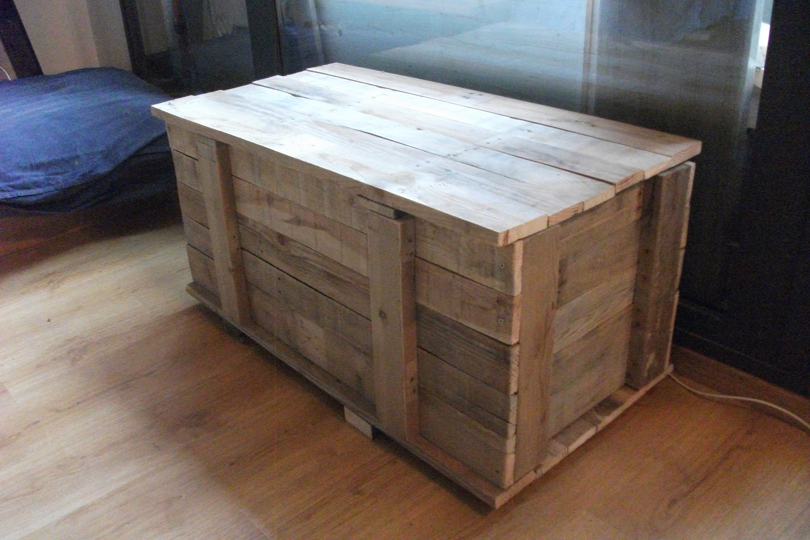 Renovarte con palets baul arcon que a su vez son bancas - Baules baratos madera ...