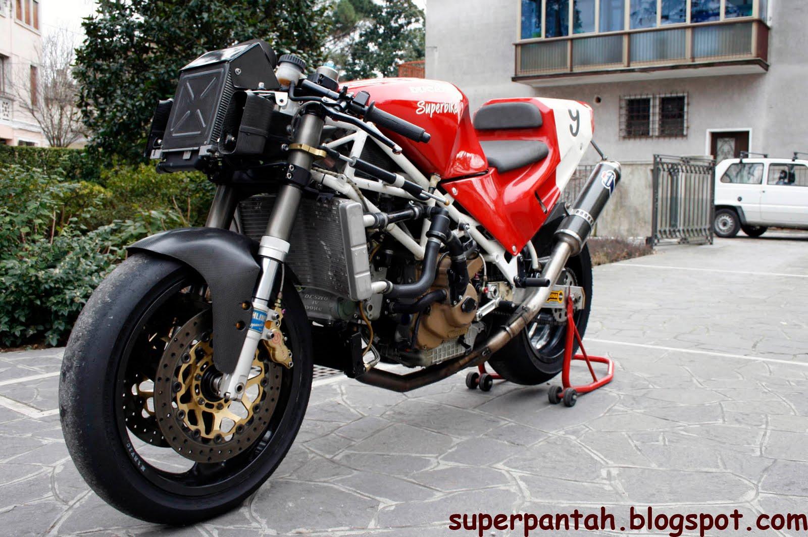 Ducati 851-888 - Page 2 888%2BRacing%2B%25281%2529